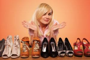 Как обновить кожаную обувь с помощью утюга