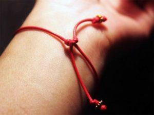 узлы на красной нити