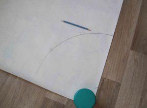 Рисуем линию талии.