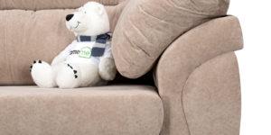 мишка на диване