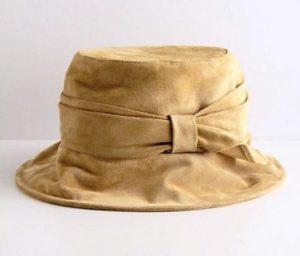 как почистить замшевую шапку от засаленных мест