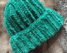 шапка из велюровой пряжи спицами