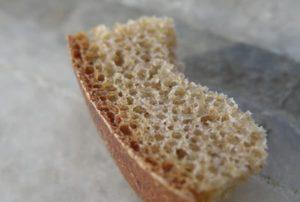 кусок хлеба от катышков