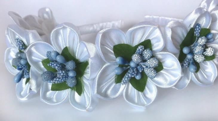 Атласные ленты белые цветы