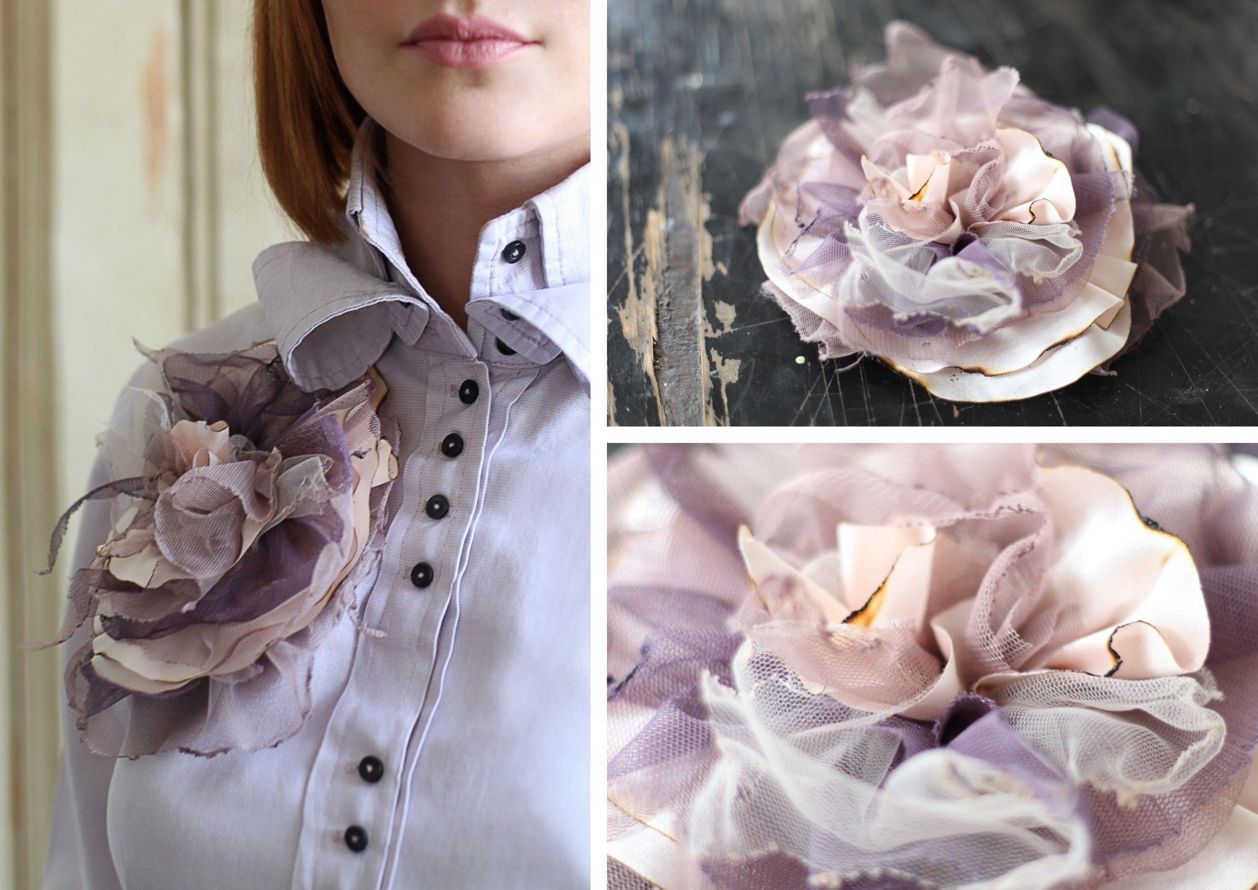 Цветок на платье бежево-сиреневый