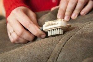 Как почистить замшевое пальто в домашних условиях