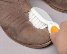 Как почистить замшевые сапоги от пыли
