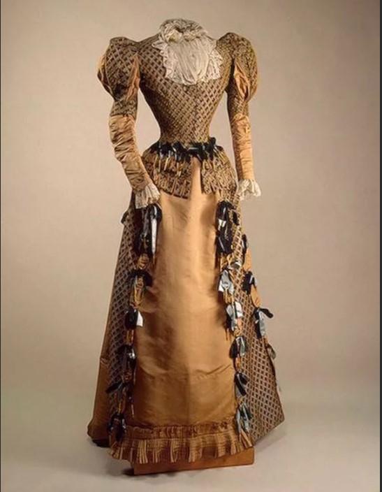 Люстрин выходное женское платье 18 века