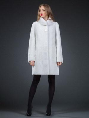 Модница с белым мехом