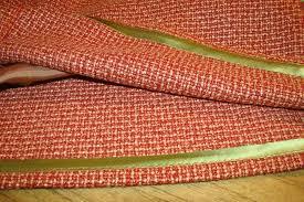 Обработка, как в ателье высокого класса включает обработку косой бейкой ткани верха юбки и материала подкладки.