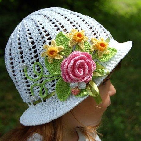 Цветы на детской шапке
