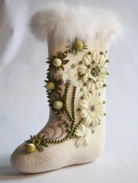 Валенки с вышивкой цветов