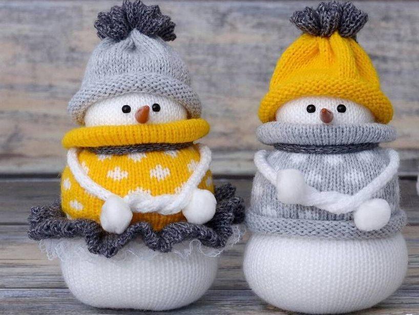 Вещи из остатков пряжи снеговики