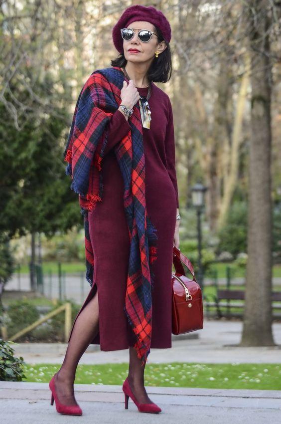 бордовое платье с большим шарфом