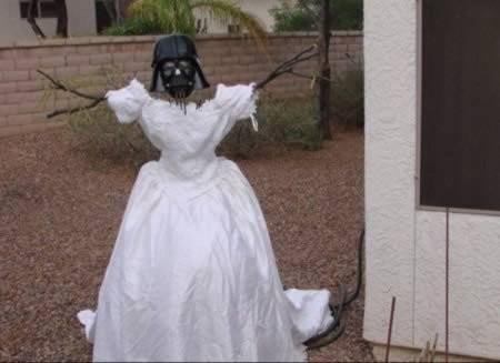 пугало из свадебного платья