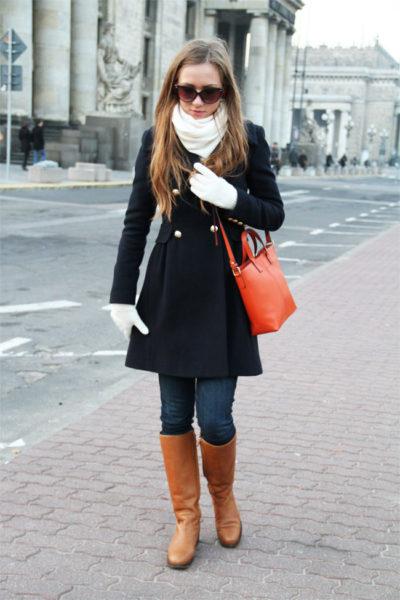перчатки и шарф к драповому пальто