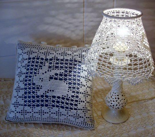 светильник и подушка