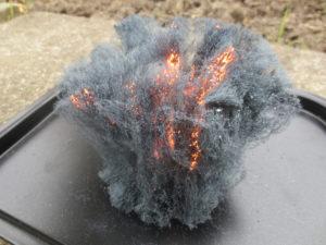 шерсть горит