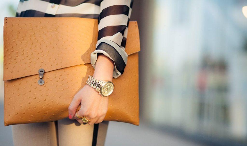 часы и сумка
