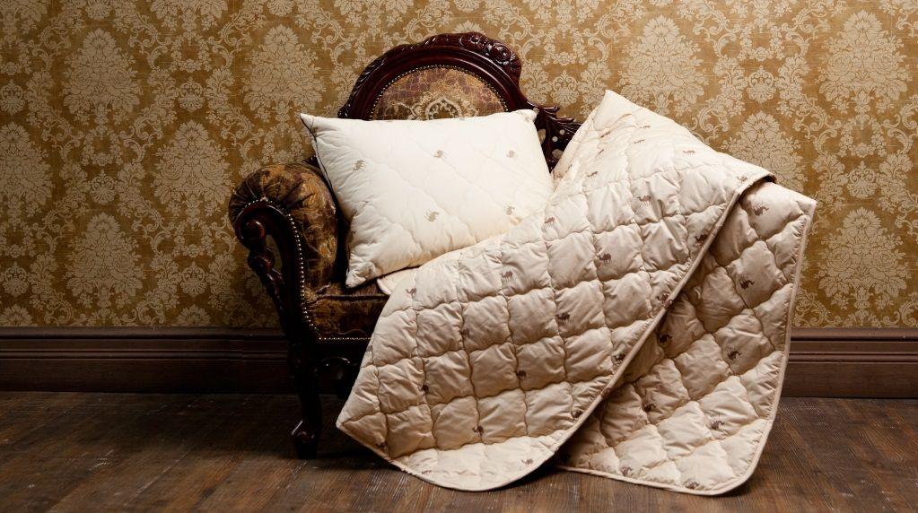 подушка и одеяло из искусственной шерсти