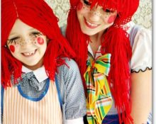 красный парик из пряжи