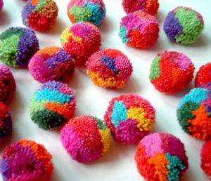 цветные помпоны