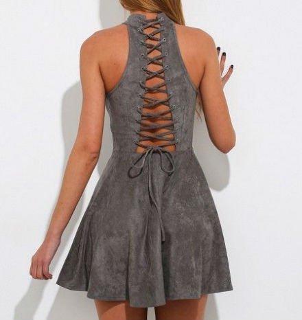 серое платье из искусственной замши со шнуровкой