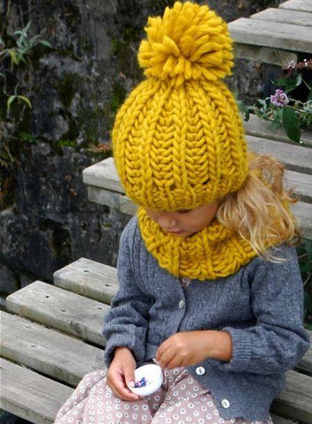 помпон желтый на шапку