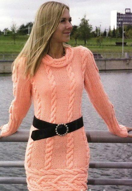 Коралловое зимнее платье