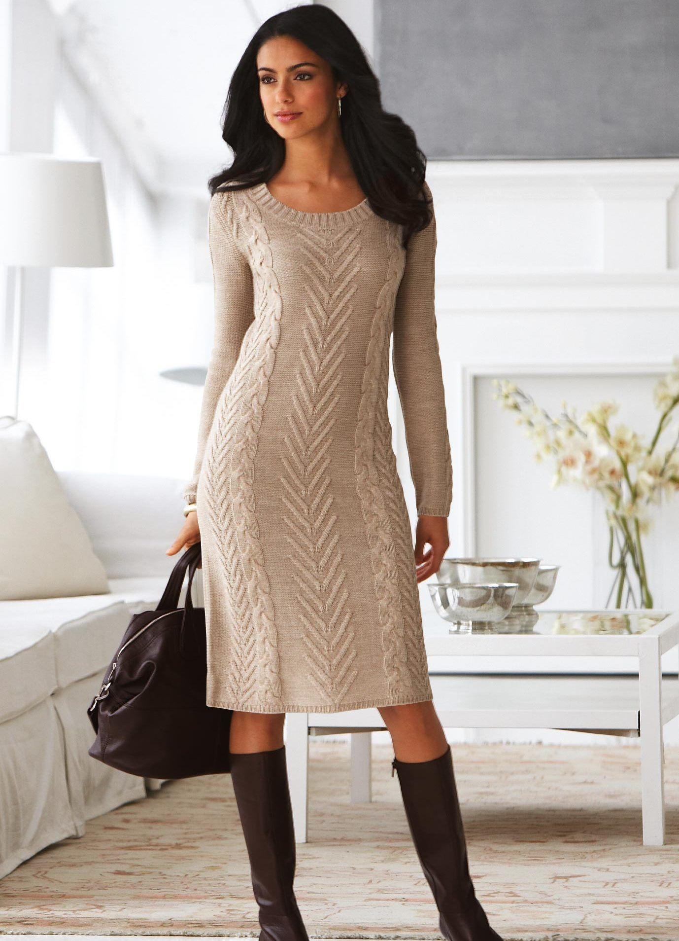 Теплое зимнее платье сероватое