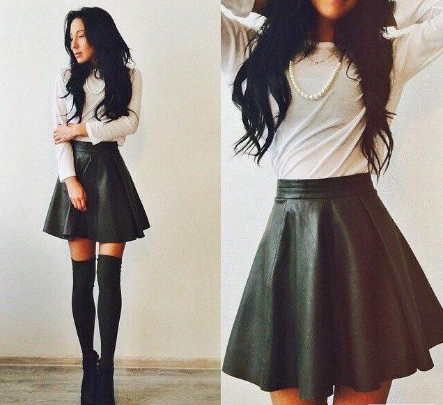 Клешевая черная юбка из кожи
