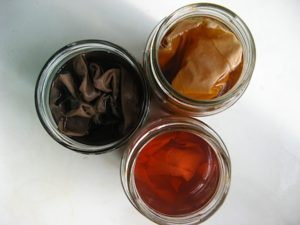Окрашиваем ткань в черный и коричневый цвета