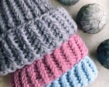 шапка из толстых ниток спицами