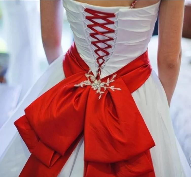 Бант на поясе свадебного платья