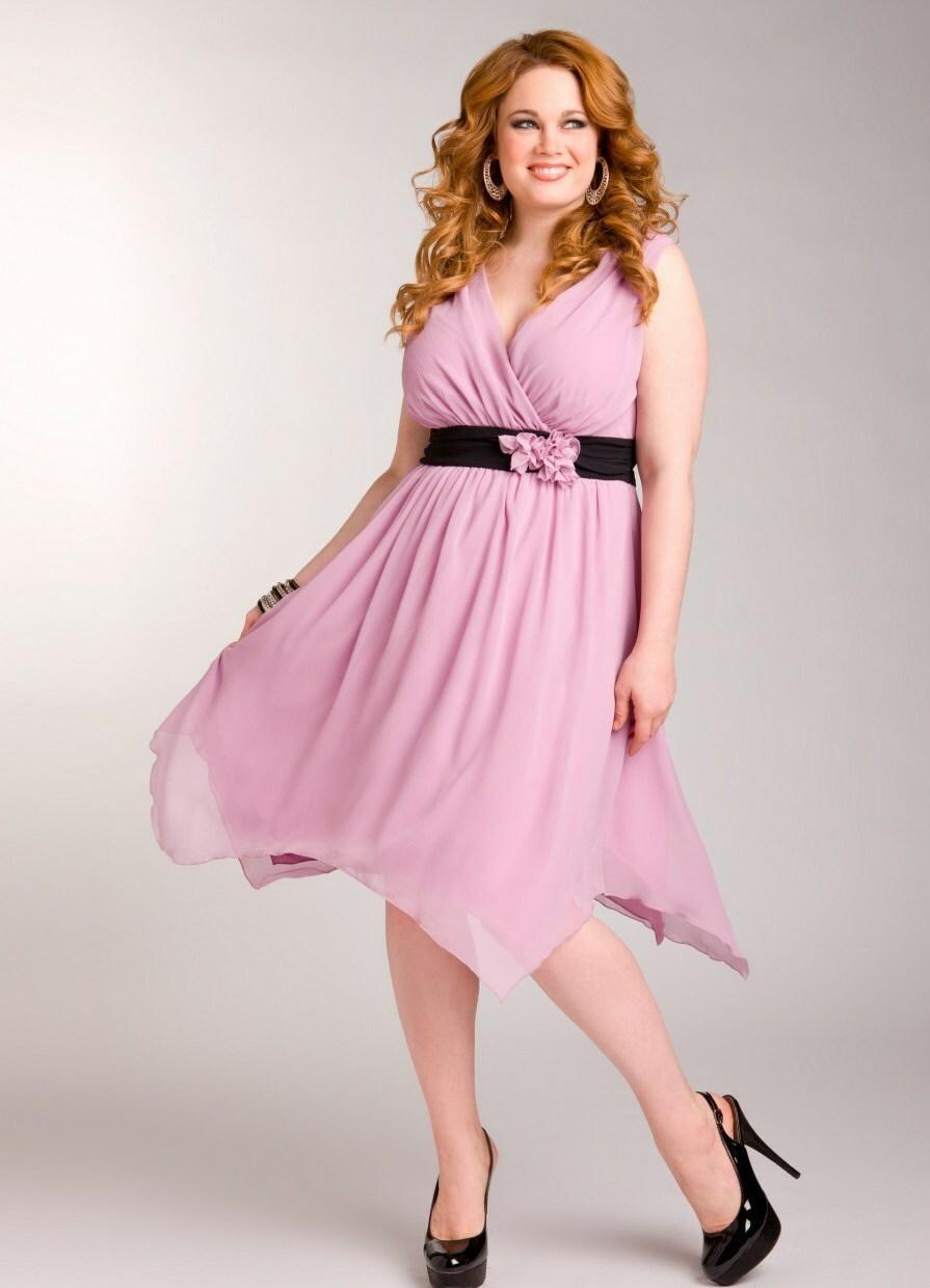 Платья для полных розовые по колено