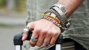 браслеты на мужской руке