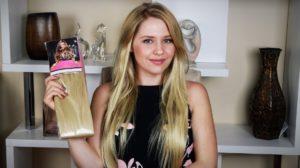 девушка с набором накладных волос