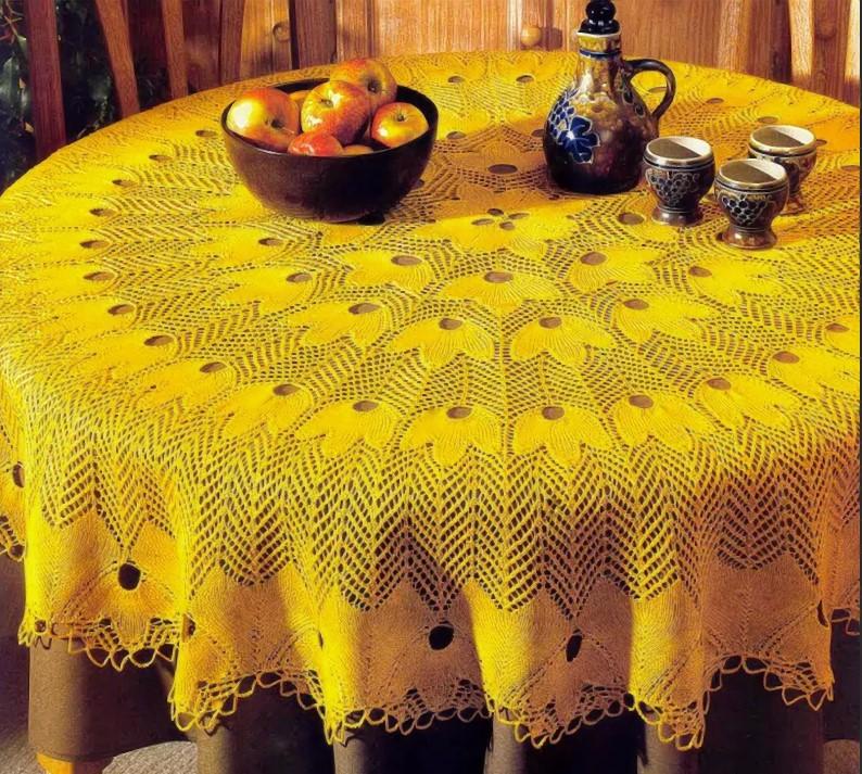 Скатерть спицами желтая