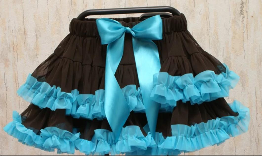 Юбка с оборками для девочки ченая с голубыми обоорками