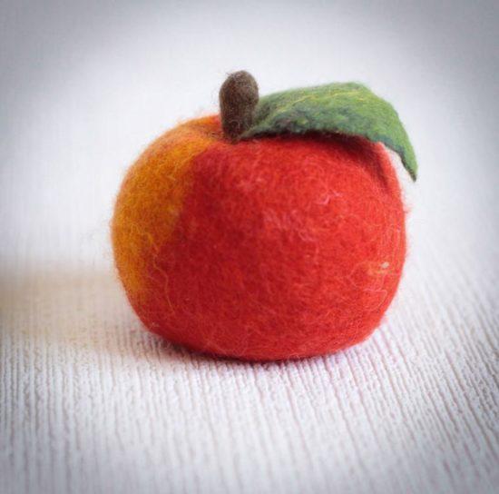 яблоко из шерсти