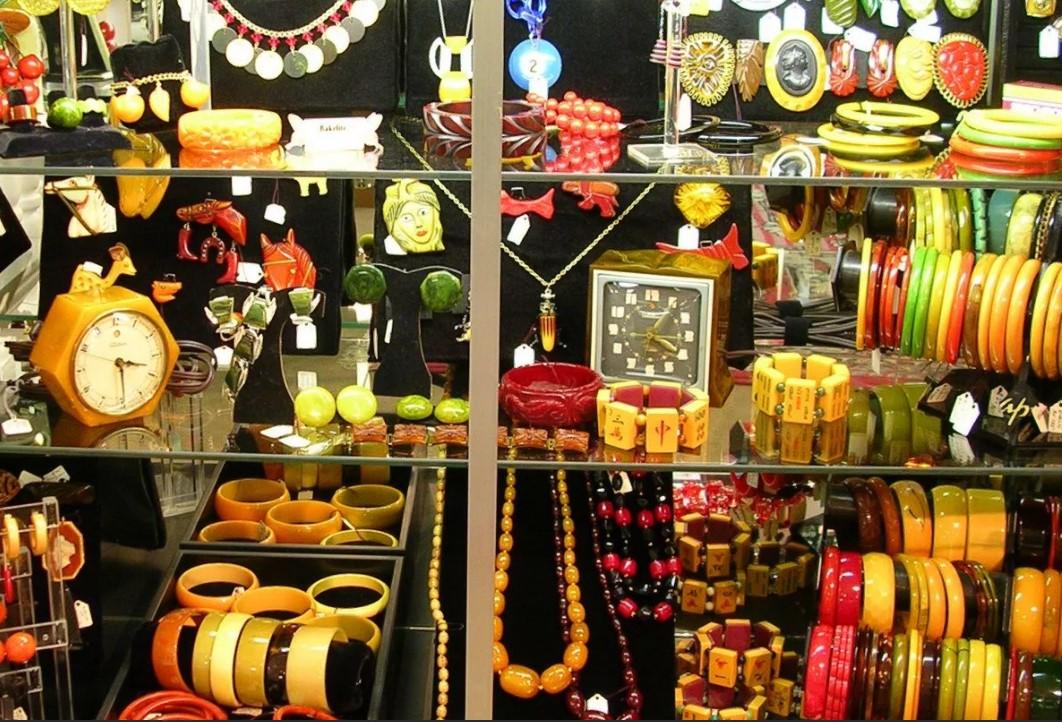 бакелит лавка продаж изделий разного по цвету бакелитных украшений