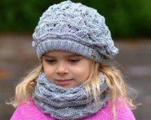 берет спицами серый с шарфом