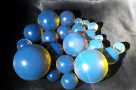 бусы из голубого янтаря