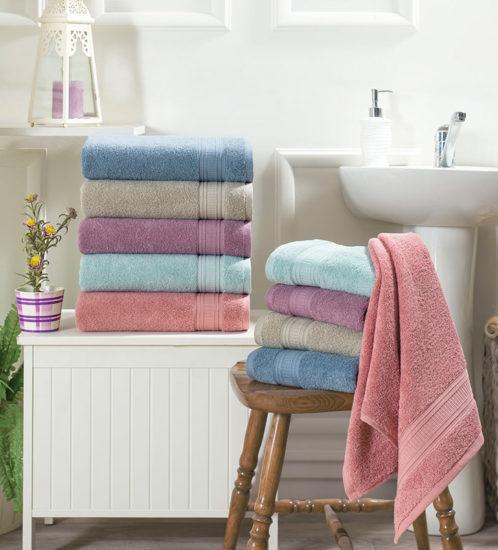 полотенца в ванной комнате