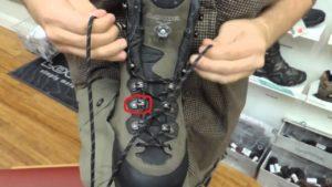 Зачем делают на ботинках крючки