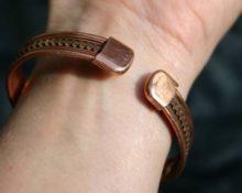 на какой руке носить медный браслет