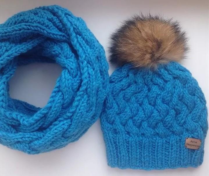 объемная шапка голубая с шарфом