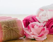полотенце и роза
