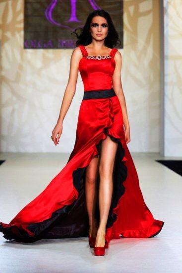 красное платье из шёлка
