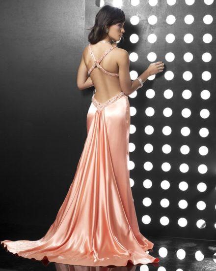 шёлковое платье с вырезом на спине